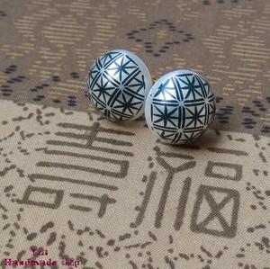 紺 ★ 1.4cm 和柄 菊 ❤ カボションのピアス