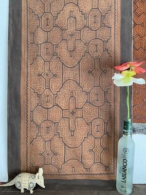 泥染め布中型 53x102cm タペストリー5 フチ縫い シピボ族の泥染め 先住民族の工芸 インテリア雑貨