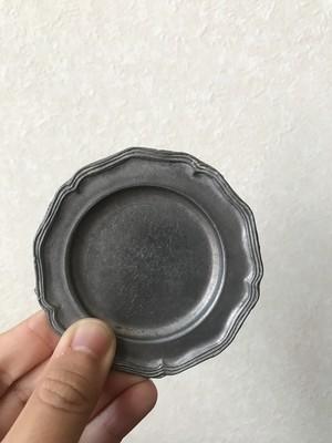 ピューターの直径8cmの花リム皿