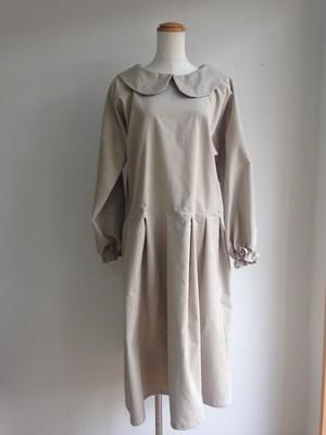 コーデュロイの大人スタイル ローウエストの丸襟ブラウスワンピース(清楚なベージュ) 一点物