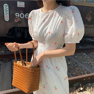 花柄刺繍ワンピース