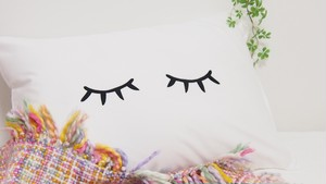 DREAMING EYES PILLOW CASE