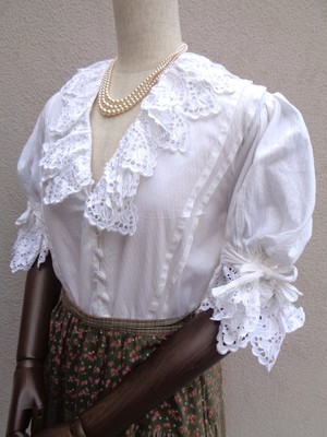 White blouse with ribbon sleeve/リボン付きスリーブホワイトブラウス