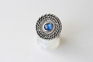 カイヤナイトの渦巻きリング