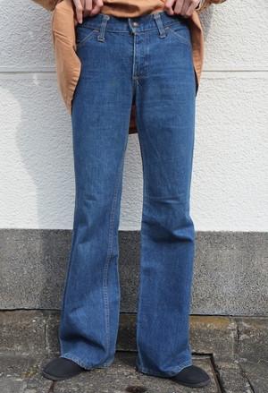 orange denim pants (Levi's).