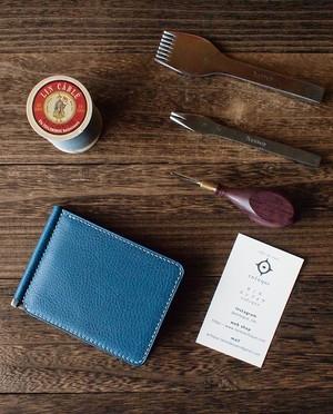 〈受注〉カラーオーダー 手縫い仕立てのマネークリップ財布【薄型】内装革/ネイビー