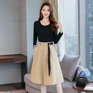 着やすい黒の長袖Tシャツとひざ下丈キュロットスカートのツーピース☆