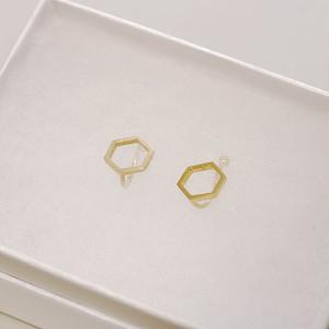 kikkou. 小さな六角形のイヤリング (gold)
