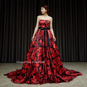 ウエディングロングトレーンドレス.黒赤サテン花柄.お色直し.撮影.演奏会.発表会