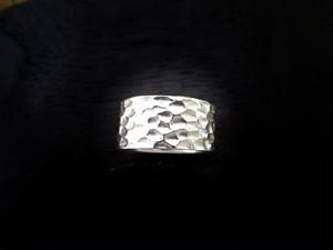 「Chouname Ring」手斧目(ちょうなめ)模様のシルバーリング