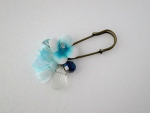 海の花々とクリスタルシェルのブローチ。Sea flower