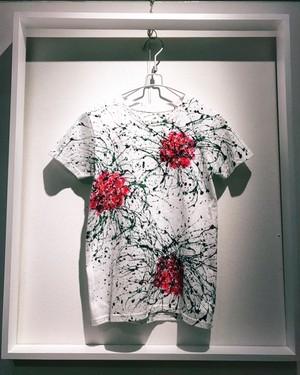 薔薇シブキTシャツ(白地×赤バラ)