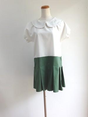 白×エバーグリーン ミニプリーツがキュートで可愛いローウエスト丸襟ワンピース(ショート丈のブルマー付き)。一点物 半袖 プリーツ