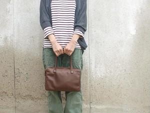 ブラウンの革の手提げバッグ