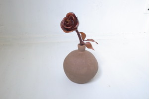 バラと花瓶