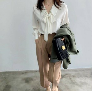 Bow-tie blouse with collar