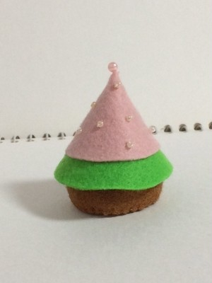 366日のクリスマスツリー(ピンクと緑のもみの木 ピンクパールの飾り)