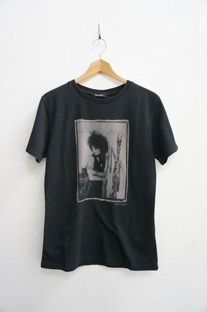 スージー・スー(スージー&ザ・バンシーズ) Tシャツ〈FUNDOM×HERBIE YAMAGUCHI〉