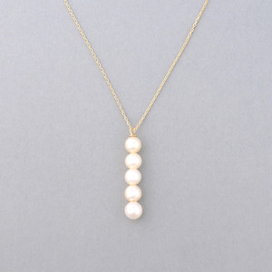 Row quins pearl necklace