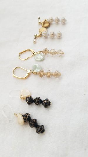 アンティーク風チェコガラスの耳飾り(金具変更可)