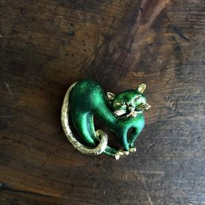 緑色猫ブローチ