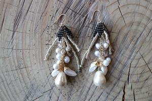 taresagaru ohana earrings/pierce (black)