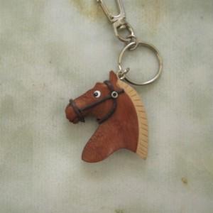 馬の木製キーホルダー