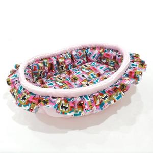 ふーじこちゃんママ手作り ぽんぽんベッド フリル付き(サテンピンク・カラフル猫柄)Mサイズ