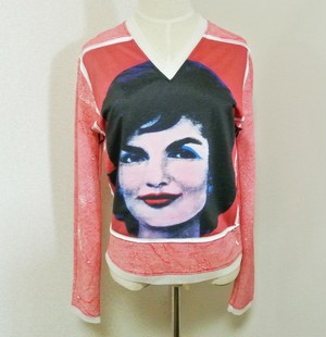 Andy Warhol(アンディ ウォーホル)の名作「ジャクリーン・ケネディ」の長袖Tシャツ