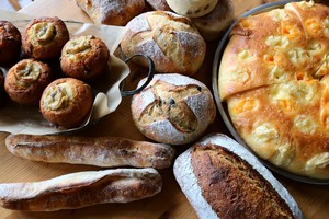 【臨時便・11月24日週発送分】自家培養酵母パンと発酵菓子・詰め合わせ