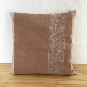 クッション40x40cm-25両面 刺繍 ピンク系 白刺繍 アマゾン・シピボ族の泥染め
