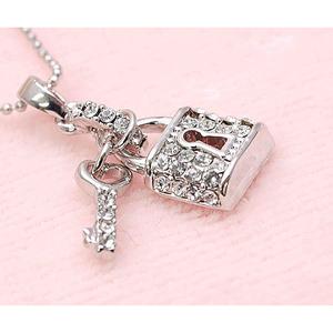 【大人可愛い極上の輝き】プレシオサ社製クリスタル 南京錠のキラキラ2チャームネックレス