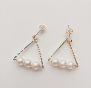 Cottn pearl triangle pierce