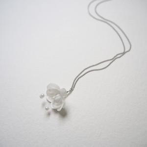 布花のネックレス