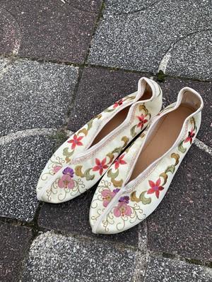 台湾刺繍フラットシューズ (オフホワイト)