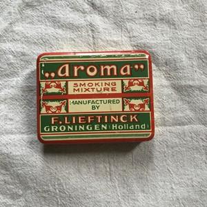 オランダの赤と緑の缶