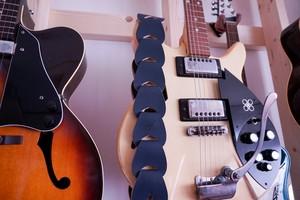 folklore / Greyish Blue【ウロコのようなギターストラップ 】