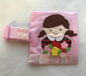 「ピンク髪留め女の子と花束」保冷袋付きランチベルト 2
