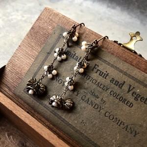 Pearl Flower Motif Dangle Pierced Earrings / パールフラワーモチーフピアス