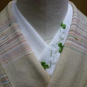 pivoneさんのフランス刺繍半襟「幸せ探し」