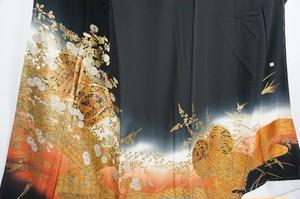 未使用 作家物 金泥 黒留袖 比翼仕立て 正絹 五つ紋 黒 オレンジ 374