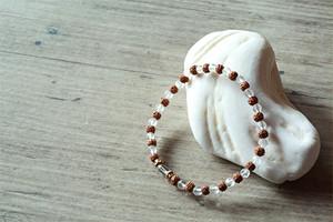 菩提樹の実 と クリアクオーツ の ブレスレット