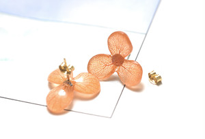 アジサイ【S/茜染】3枚花弁のピアス 14kgf/イヤリング