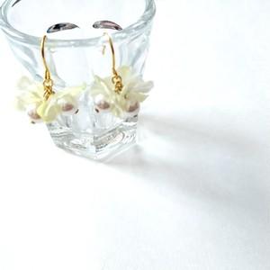 グラスパールとお花のブーケピアス