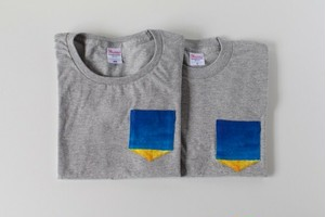 藍色の空の、ポケットTシャツ(グレー)