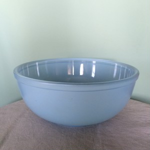 JAJ PYREX Sprayware Bowl Blue  L