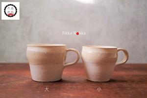 胡粉色大きいMug (写真左側)