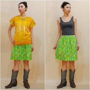 S~Lサイズ【アメリカ製古着】1970年代ヴィンテージ◆レトロポップな黄緑に花柄◆ひざ上丈スカート
