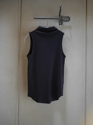 pelleq / bottle neck sleeveless (mid night)