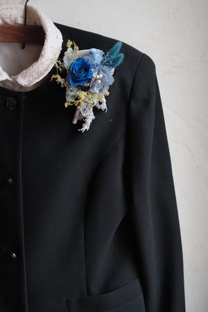 青いローズと春の小花コサージュ